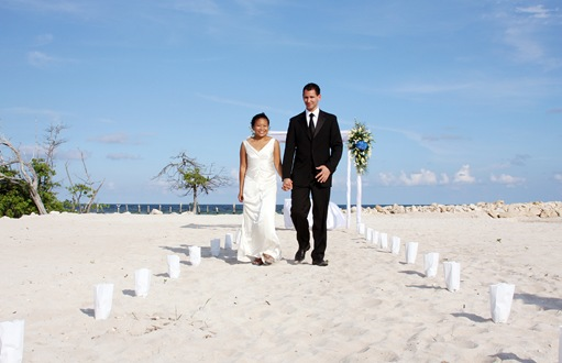 Two lovers and the pristine beaches of the Riviera Maya